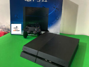 USED PS4 FAT with at least 3 games